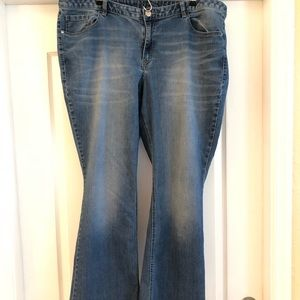 Low rise bootcut Jeans- size 22